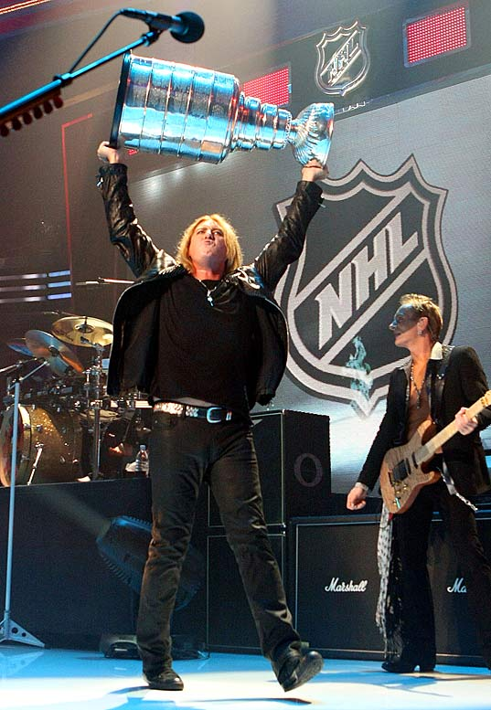 The regular season opened in North America on Oct. 9 with Def Leppard lead singer Joe Elliott dissing the Cup by standing it upside down during the NHL Face-Off Rocks concert at Detroit's Fox Theatre. The defending champion Red Wings later raised their banner at Joe Louis Arena before being stood on their heads by the lowly Maple Leafs, 3-2.