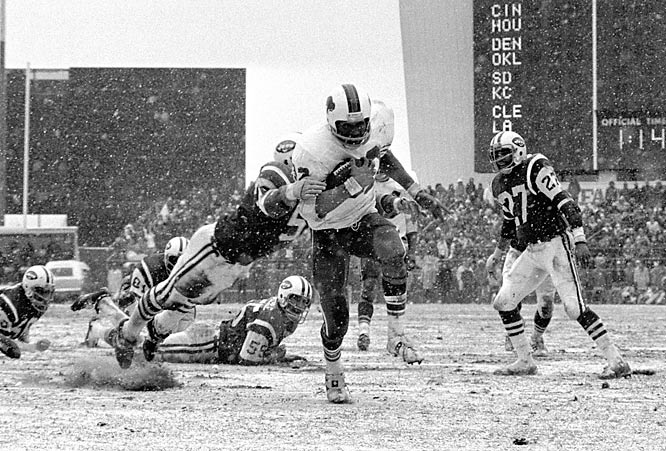 Simpson excelled during his fourth season, gaining 1,251 yards. In his fifth season, O.J. became the first player to reach the 2,000-yard mark (2,003 yards), eclipsing the total in a late season game against the New York Jets. He was named league MVP for his great season, but he was still unable to lead the Bills to the playoffs.