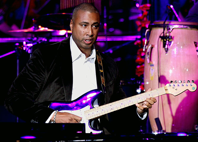 """The five-time Yankees All Star signed a recording contract for his sophomore album, Moving Forward, which comes out April 14. """"Creating my debut album was a great experience, although my primary focus at that point was still baseball,"""" said Williams, who will perform at New York's Nokia Theater on April 18. """"For the past two years, I have been able to fully dedicate my time to music, and I could not be more excited with the results."""" Now, wouldn't it make more sense if Williams held his concert this week at a Las Vegas lounge during the MLB Winter Meetings?"""