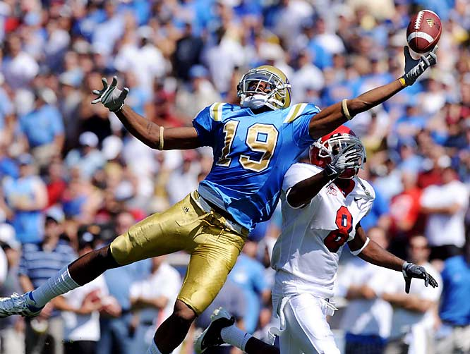UCLA wideout Dominique Johnson tries in vain to make a one-handed catch over Sharrod Davis of Fresno State.