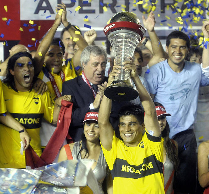 It took an extra two weeks of the season to break up a three-way logjam on top of the standings, but once again the Buenos Aires superclub came out on top. Boca lost to upstart Tigre in the final game of a three-team playoff, but won the title on goal differential after previously demolishing San Lorenzo. It's the 23rd league title for Juan Román Riquelme (far right) & Co.