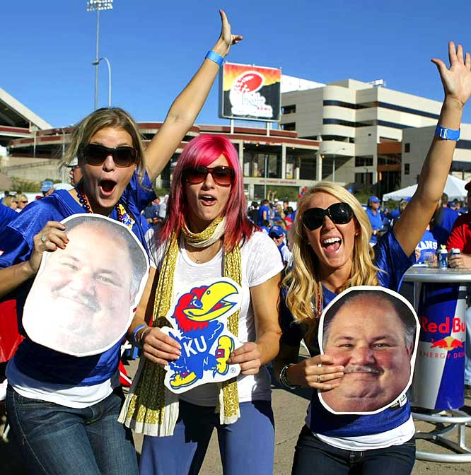 Nothing compliments a bright blue T-shirt like a Mangino cut-out.