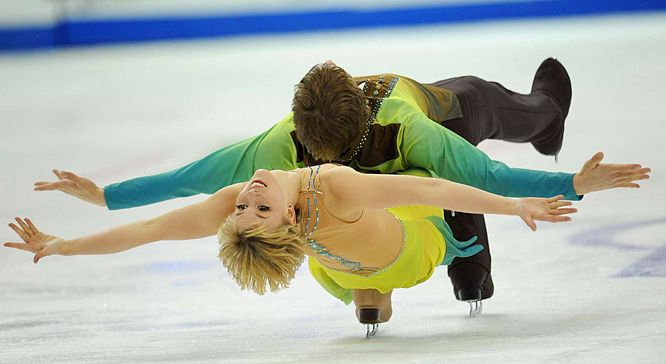 Brother and sister pair Madison and Keiffer Hubbell perform their free dance en route to a fourth place finish.