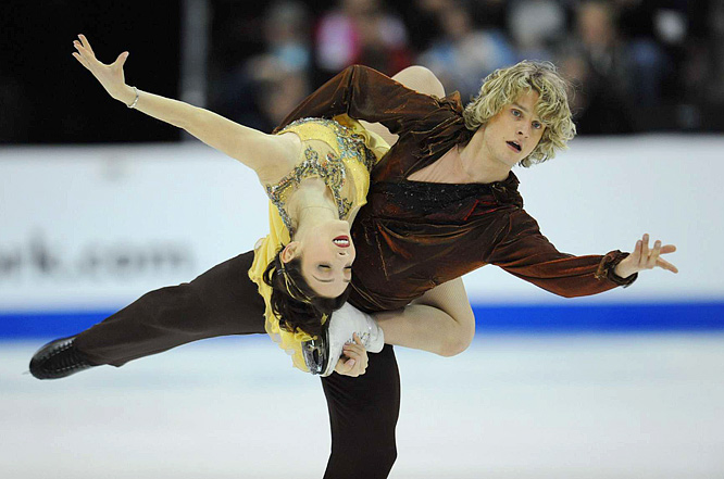 Meryl Davis and Charlie White captured the ice dancing title at the U.S. Figure Skating Championships in Cleveland.