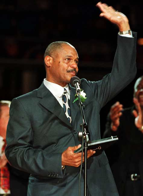 Austin Carr (pictured here in 1999) becomes the Cleveland Cavaliers' first 10,000-point scorer in a 115-114 loss to Indiana.
