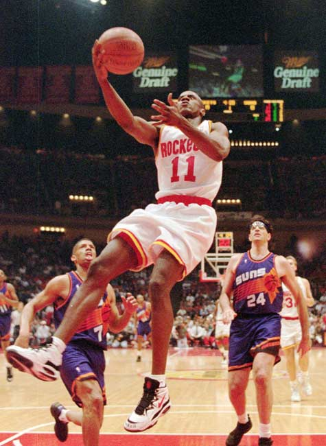 Houston guard Vernon Maxwell becomes the fifth player in NBA history to score 30 points in a quarter, joining Wilt Chamberlain, David Thompson, George Gervin and Michael Jordan. Maxwell, who finished with 51 points, hit for 30 in the fourth quarter of the Rockets' 103-97 home win over Cleveland.
