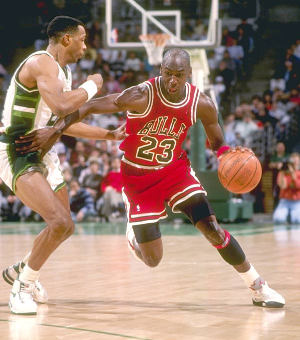 Michael Jordan's game-high 35 points leads Chicago to a 120-95 win over Milwaukee, giving him exactly 20,000 points in the 620th game of his career. Jordan becomes the second-fastest to reach 20,000 points, behind only Wilt Chamberlain, who did it in 499 games.