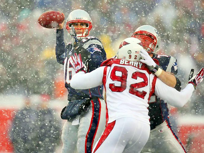 In a snow-covered Foxborough, the Cardinals endured a blizzard of points. Matt Cassel threw for 345 yards and three touchdowns, and the Patriots outgained Arizona 514 yards to 186 in the 47-7 shellacking.