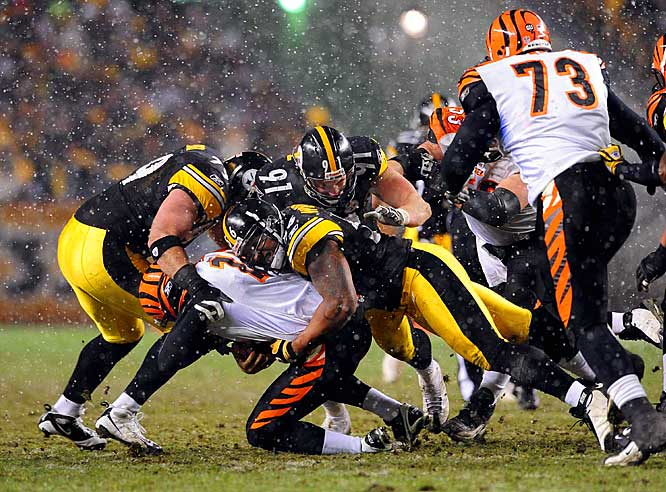 En route to a 27-10 win, the Steelers limited the depleted Bengals to six first downs and 146 yards following an early touchdown drive. Amid snow flurries, Roethlisberger threw for 243 yards and a score in the win.