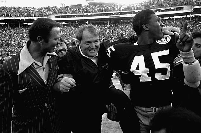 Pittsburgh coach Chuck Noll left the field with Jim Allen (45) after the Steelers claimed their second straight championship.