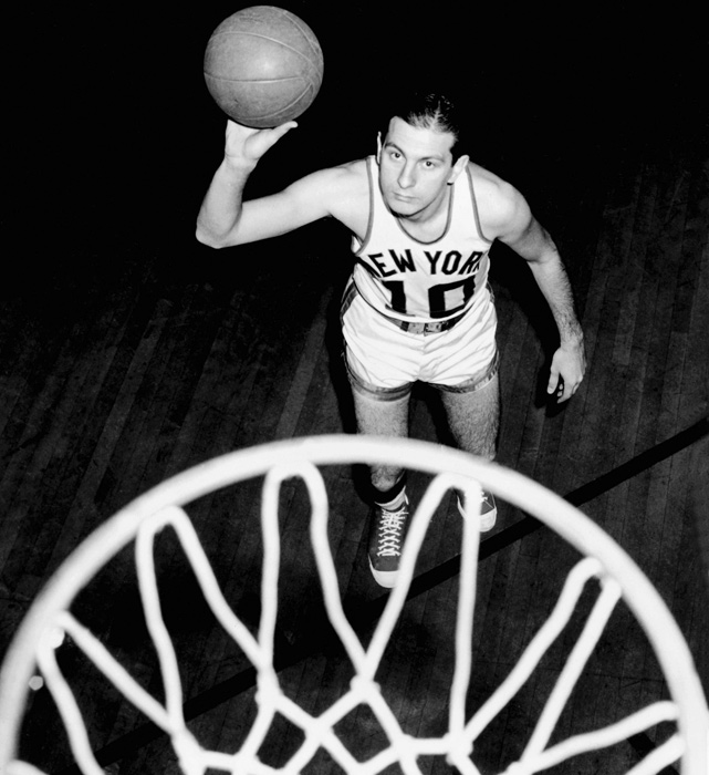 Zaslofsky, who grew up in Brooklyn and attended St. John's, joined the Knicks in 1950 after four seasons in Chicago. He was a dependable scorer who played in the 1952 All-Star game, his best season in New York.