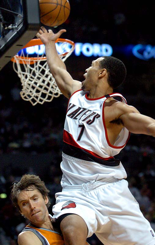 Roy scored 14 consecutive Blazers points in the third quarter as part of the first 50-point game of his career. Portland defeated the Suns 124-119.