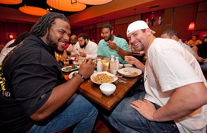 Ben Roethlisberger at dinner with his offensive linemen a few days before the game.