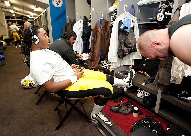 An offensive lineman listens to music as time winds down.