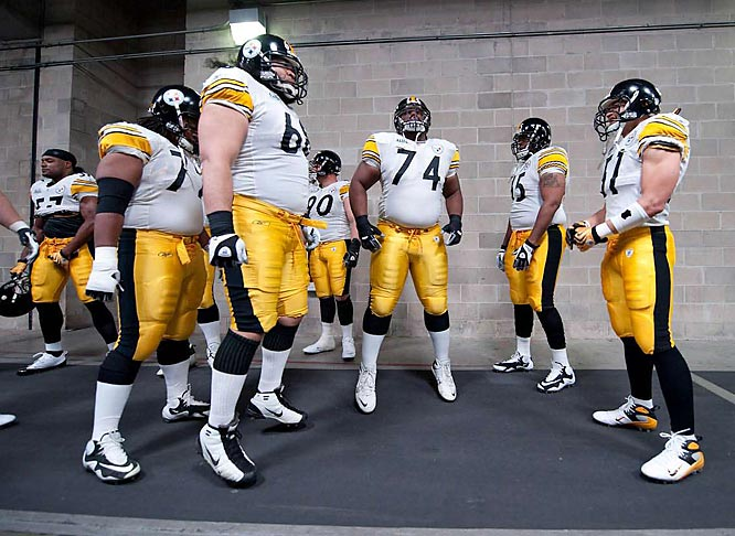 Willie Colon (74) with teammates before heading to the field.