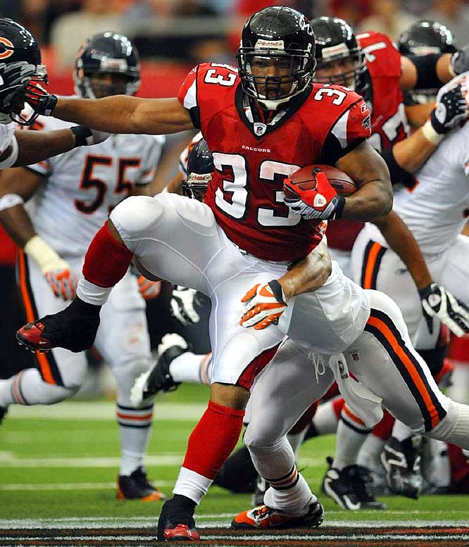 When speedster Michael Turner finally broke away from LT's shadow in 2008 by signing with the Atlanta Falcons, there was little doubt he would put up big numbers. Turner ran for 1,699 yards and 17 touchdowns in 2008 while carrying the Falcons to a surprising playoff berth.