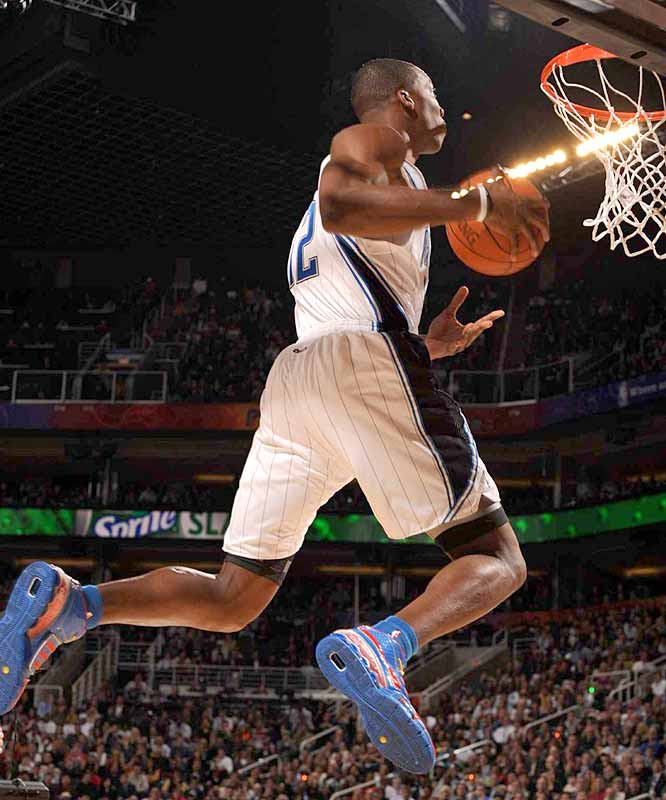 Dwight Howard received a perfect 50 on this against-the-grain dunk in Round 1.