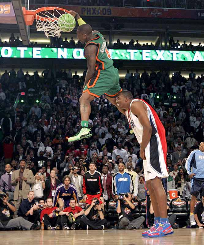 In an ironic twist of fate, Nate Robinson pulled out a last-ditch victory in the Slam Dunk competition, thanks to the standalone efforts of rival Dwight Howard.