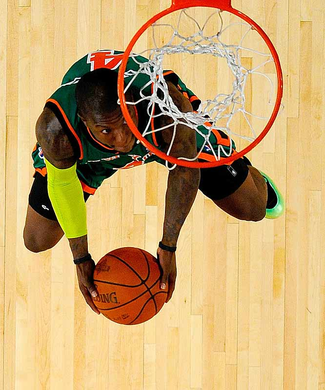 Nate Robinson was, by far and away, the shortest contestant vying for Saturday's Slam Dunk title.