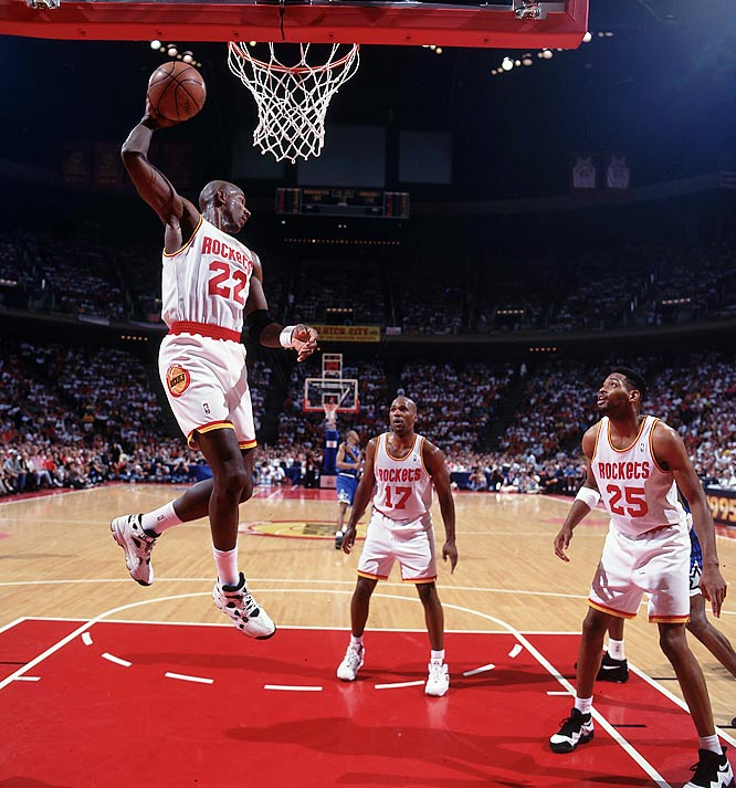 In a 97-83 victory over the Sonics, Houston's Clyde Drexler notches an assist to join John Havlicek, Oscar Robertson and Jerry West as the only NBA players with 6,000 career assists and 20,000 career points.