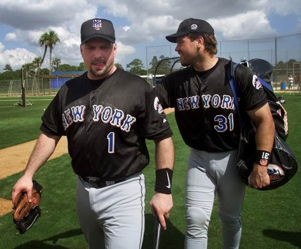 Garth Brooks (left, with Mike Piazza) begins spring training with the New York Mets.