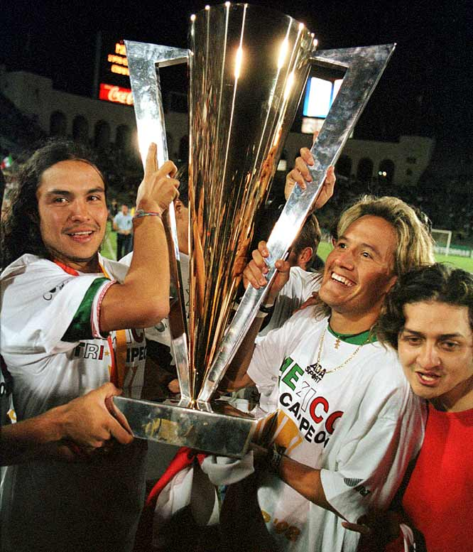 The U.S. was coming off a historic 1-0 upset of Brazil in the Gold Cup semis, and was sure the momentum would carry into the final. But a pro-Mexico crowd of 91,225 packing the Los Angeles Coliseum effectively turned the decider into a road game. Luis Hernández (right, holding trophy) buried a point-blank header past Kasey Keller just before halftime, and the U.S. never recovered.