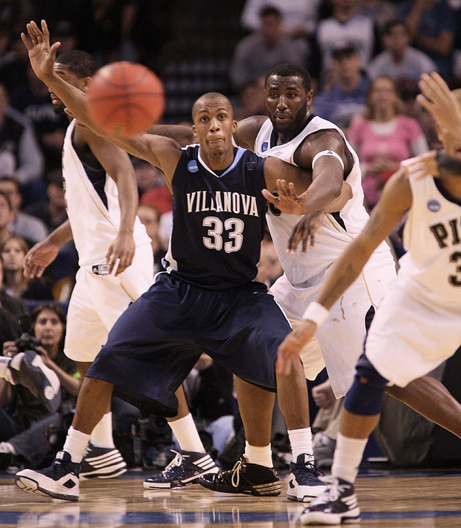 Villanova's Dante Cunningham worked inside for 14 points and five rebounds.