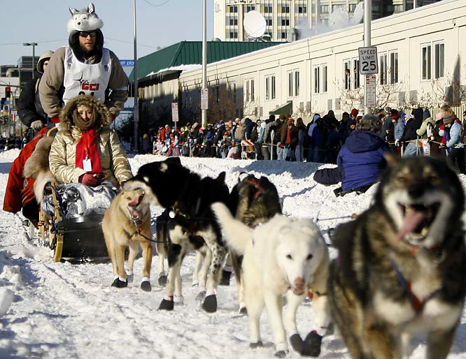 After winning the 2009 Yukon Quest International Sled Dog Race just two weeks prior, Canadian musher Sebastian Schnuelle took an early lead in this year's Iditarod.