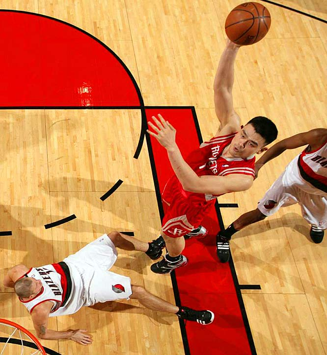 Yao went 9-of-9 from the field and 6-of-6 at the foul line for his 24 points in Houston's 108-81 rout of host Portland. The big man collected all of his points in the first half, when Houston built a 62-44 lead. He didn't take a shot in the third quarter and rested the entire final period.