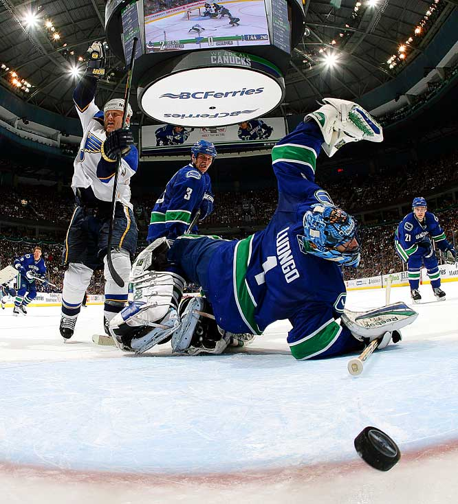 The Blues' Keith Tkachuk celebrates a power play goal by Brad Boyes against the Canucks' Roberto Luongo in the second period of Game 1 of the Western Conference quarterfinals.