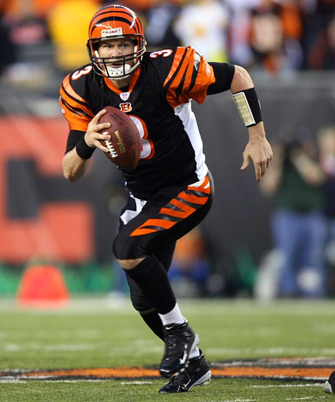 After winning the AFC West as a full-time starter with the Seahawks in 1999, Jon Kitna split time with Brock Huard the following season, due to injuries and ineffectiveness. Still, Kitna managed to throw for 2,658 yards and 18 TD. He signed with the Bengals as an unrestricted free agent in 2001 and logged 3,000 yards in each of his first three seasons, earning the NFL Comeback Player of the Year award in 2003 for posting 3,500 yards and 26 TD.