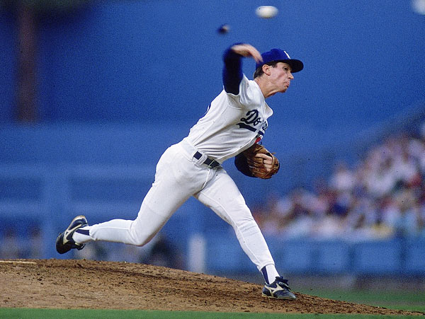 At Riverfront Stadium, Dodgers' hurler Orel Hershiser's scoreless-inning streak ends at 59. With two out in the bottom of the first, Todd Benzinger singled to score Barry Larkin.