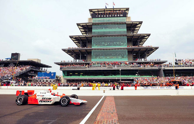 Castroneves crossed the finish line 1.9819 seconds ahead of 2005 winner Dan Wheldon.