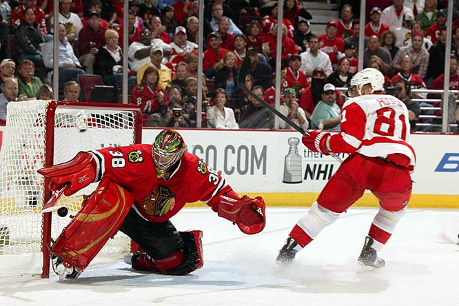 Detroit's Marian Hossa scored a short-handed goal past Cristobal Huet on a 2-on-1 break that gave the Red Wings the early lead.  Hossa snapped a six-game goalless drought with a pair of markers in Game 4's 6-1 win over Chicago.