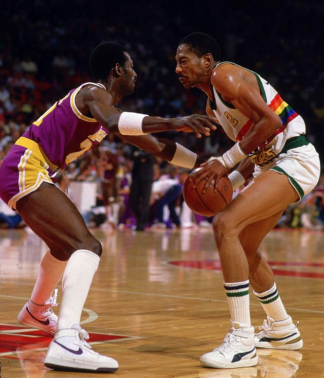 English, shown here against Lakers stopper Cooper, was forced to miss the last quarter of Game 4 after breaking his thumb early in the second half. The Lakers pulled out a victory with a last-second basket by James Worthy to take a 3-1 series lead.