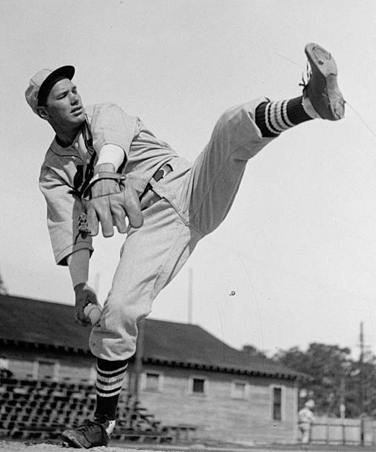 The Cardinals pay tribute to Dizzy Dean by dedicating a statue of the Hall of Famer hurler by sculptor Harry Weber outside Busch Stadium. The colorful character joins Enos Slaughter, Bob Gibson, Lou Brock, Stan Musial, and Red Schoendienst to honored in such a manner.