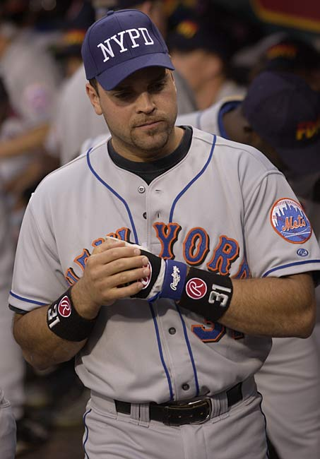 With his 352nd round tripper as a catcher, Mike Piazza passes Carlton Fisk for most home runs hit by a catcher.