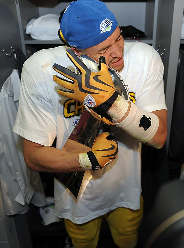James Farrior embraces the Vince Lombardi Trophy after the Steelers beat Arizona in Super Bowl XLIII.