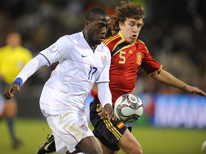Jozy Altidore fights for the ball with Carles Puyol.