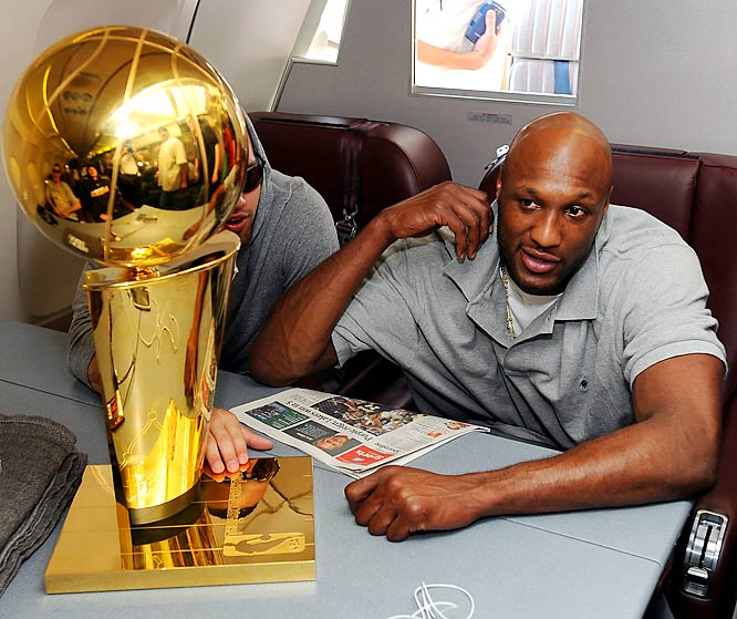 The Lakers' free agent forward finally reached out to owner Jerry Buss after his agent ignored the team's four-year, $36 million offer to talk to the Heat about a five-year, $34 million deal. Now, I'm no mathematician, but that Miami possibility doesn't seem like the kind of deal for which I would leave a defending champion.