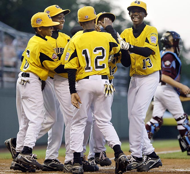Junters Dossett (center) broke a 3-3 tie with a two-run homer in the fifth. Curacao will play either Mexico or Taiwan on Thursday in the semis.