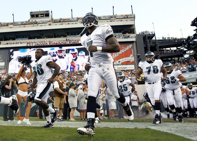 Three-time Pro Bowl quarterback Michael Vick took the field on Thursday for his first action in nearly 32 months.