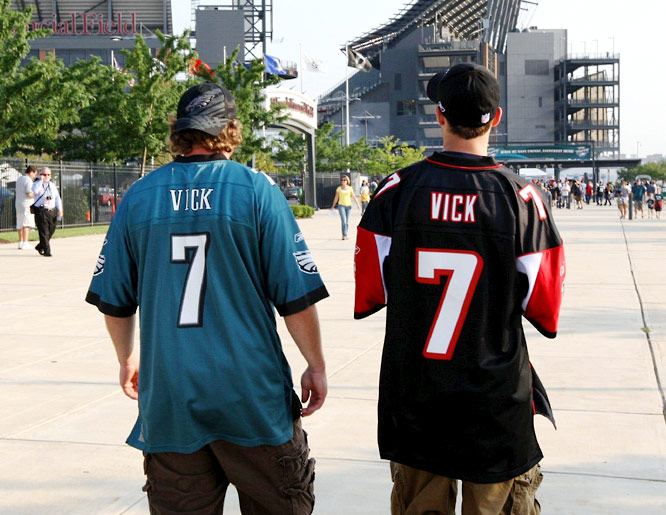 Some fans showed their support for Vick, who hadn't played in an NFL game since Dec. 31, 2006, with the Atlanta Falcons.
