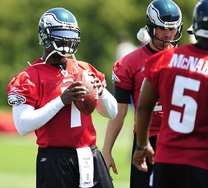 Vick was the fourth quarterback to take part in early drills, taking only one snap in which he threw a short pass over the middle against no defense.