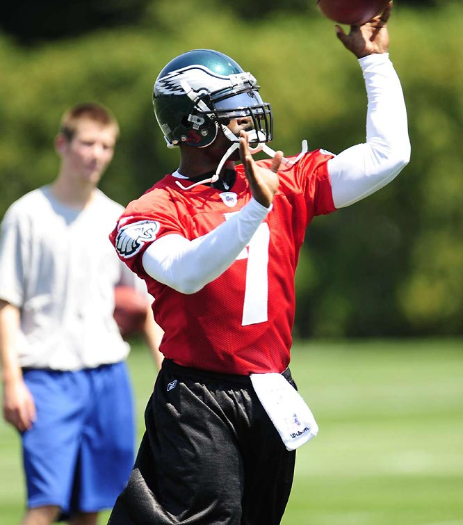 Michael Vick made his first appearance on the Eagles practice field Saturday, his first action since serving an 18-month sentence for dogfighting.
