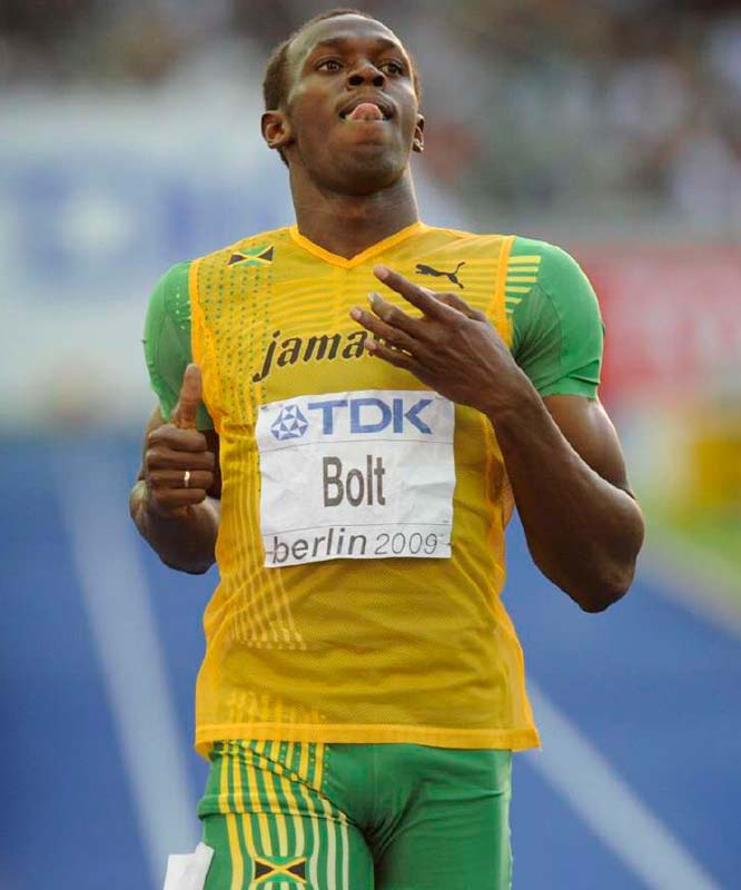 Usain Bolt easily advanced to the finals of the 200 meters.