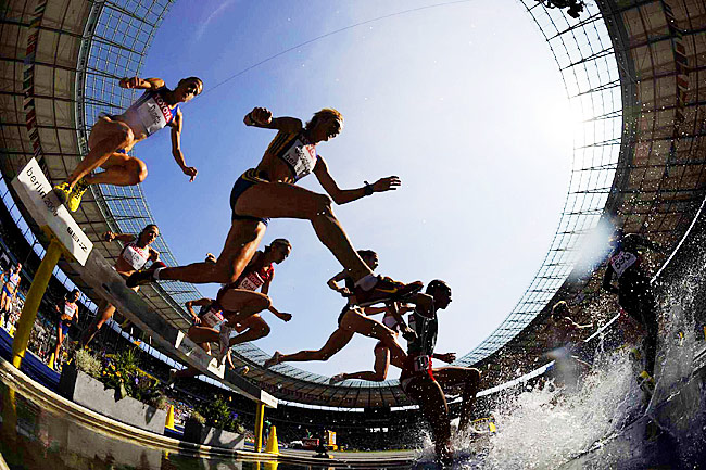 SI's unique view of a steeplechase heat.