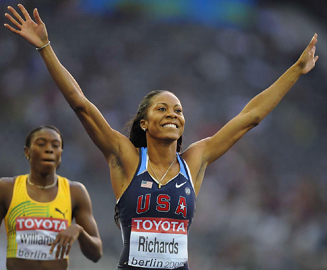 Sanya Richards shook a heavy weight from her shoulders, winning the 400 meters by more than two-tenths of a second.
