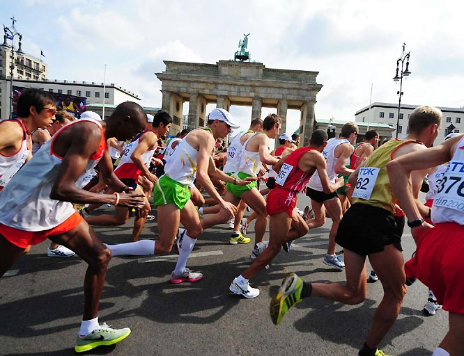 The start of the men's marathon, which was dominated by the Kenyans, who finished 1-2 with Abel Kirui and Emmanuel Mutai.