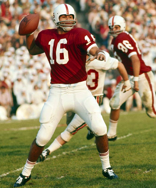 The only Latino winner, Plunkett threw for 2,715 yards and 18 touchdowns in what was dubbed the Year of the Quarterback, beating out Joe Theismann and Archie Manning.